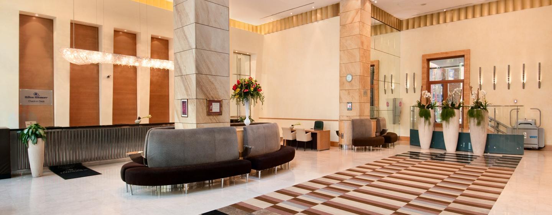 Im Eingangsbereich des Hotels können Sie auf den gemütlichen Sofas Platz nehmen
