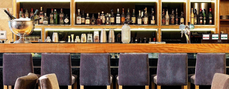 Gern servieren Ihnen die Mitarbeiter der Bar leckere Drinks