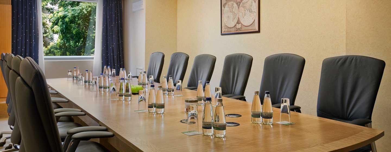 Gern stellen wir Ihnen Meetingräume für bis zu 400 Teilnehmer bereit