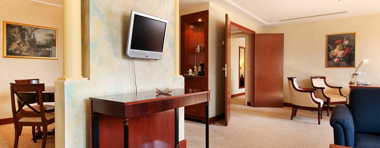 Der Wohnbereich in den Suiten ist mit einem separaten Essbereich ausgestattet