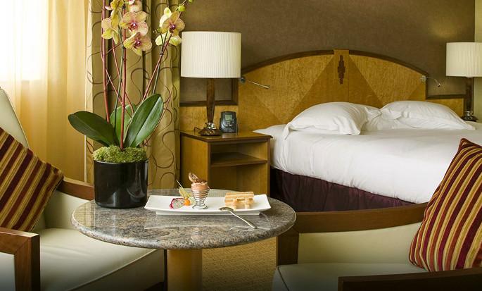 Hôtel Hilton Paris Charles de Gaulle Airport, France - Chambre exécutive avec très grand lit