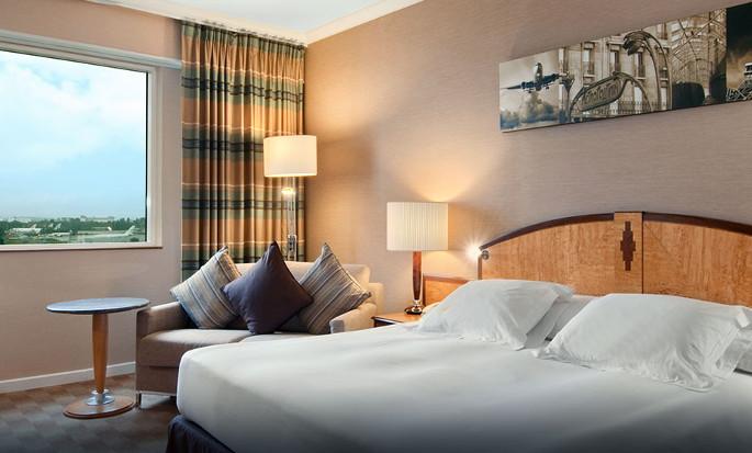 Hôtel Hilton Paris Charles de Gaulle Airport, France - Chambre avec très grand lit