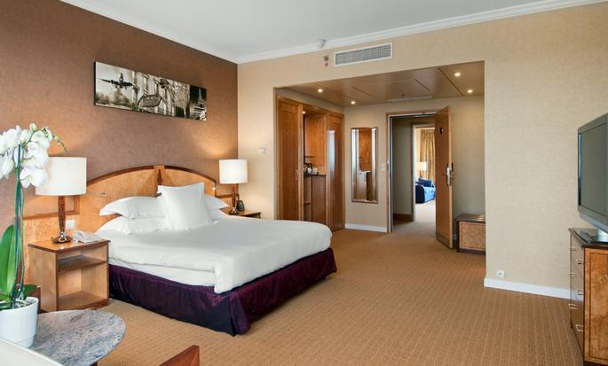 Hôtel Hilton Paris Charles de Gaulle Airport, France - Suite junior avec très grand lit