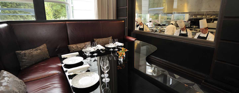 Hôtel Trianon Palace Versailles, Waldorf Astoria, France - Gordon Ramsay à la table du chef du Trianon