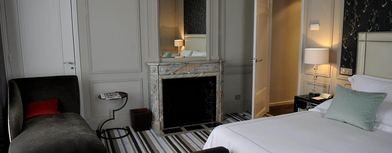 Hôtel Trianon Palace Versailles, Waldorf Astoria, France - Chambre à coucher de la Suite Versailles