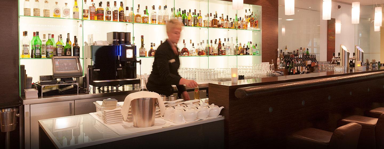 Gern servieren unsere Mitarbeiter Ihnen einen Drink oder einen Snack