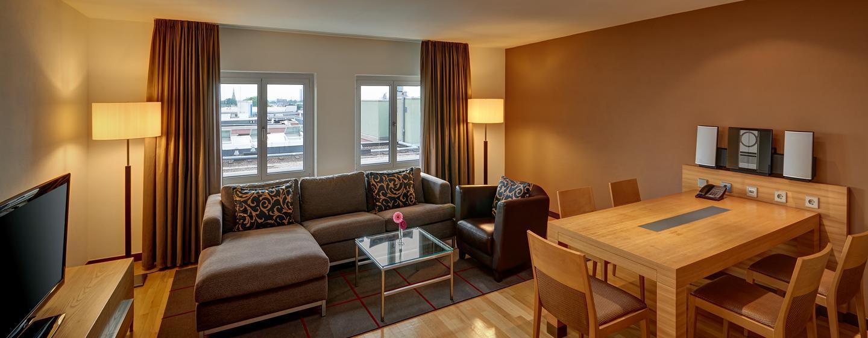 Verbringen Sie gemütliche Abende im Wohnzimmer der Duplex Suite
