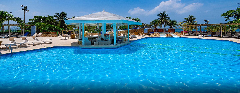 Hotel y resort hilton cartagena en colombia for Cerramiento para piscinas colombia