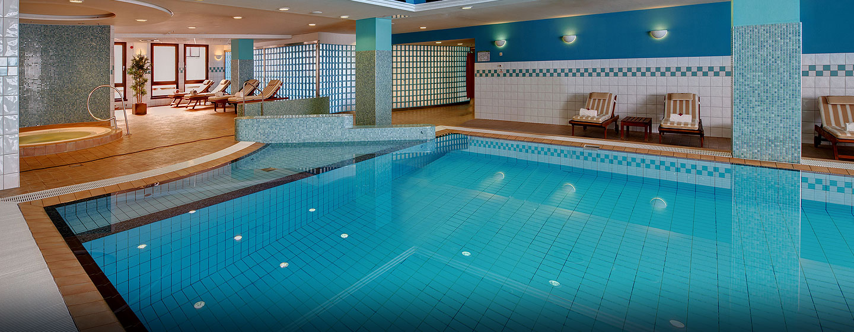Hilton Dresden Hotel – LivingWell Fitness Club – Swimmingpool