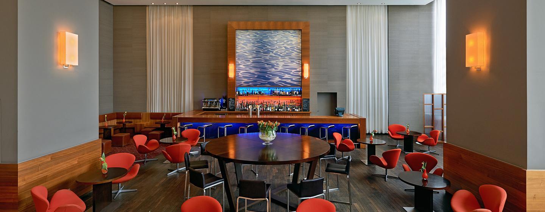 Im Herzen des Hotels liegt die gemütliche Axis Bar & Lounge