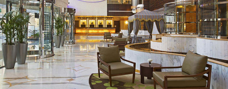 Der prungvolle Eingangsbereich im Hotel läd sie Gäste zum verweilen ein