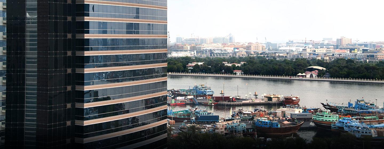 Vom modernen 5-Sterne Hotel können Sie den bekannten Dubai Creek sehen