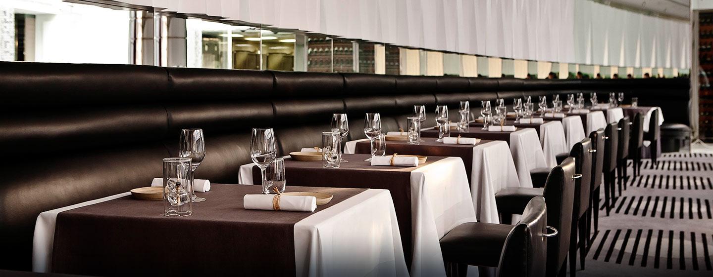 Gern servieren die Mitarbeiter des Gourmetrestaurants Ihnen köstliche Speisen