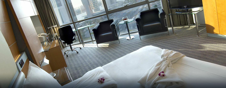 Die großen Executive Zimmer sind mit bequemen Sesseln und einem großen Schreibtisch ausgestattet