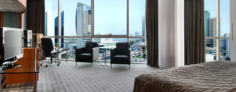 Aus dem Eckzimmer können Sie sowohl den Blick auf die Stadt wie auf den Dubai Creek bewundern