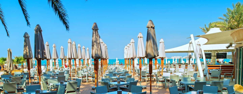 Hilton Dubai Jumeirah Hotel, VAE – Wavebreaker