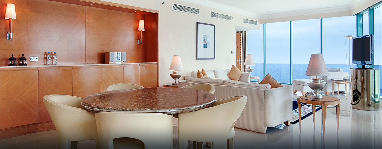 Hilton Dubai Jumeirah Resort, VAE – Panorama Suite mit King-Size-Bett