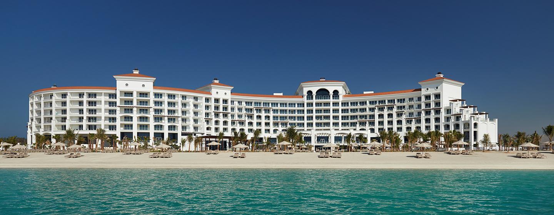 Das Waldorf Astoria Dubai Palm Jumeirah empfängt Sie am Strand der Palmeninsel