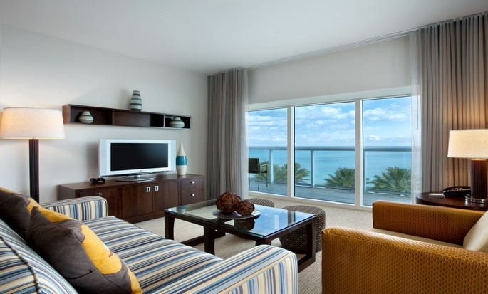 Hotel Hilton Fort Lauderdale Beach Resort, FL - Sala de estar de la suite