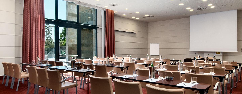 Hotel Hilton Florence Metropole, Italia - Sala meeting con allestimento a banchi di scuola