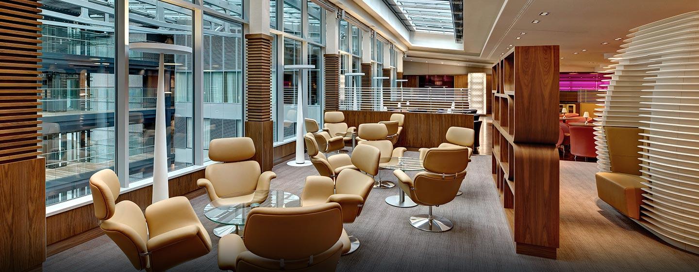 Relaxen Sie in der modernen und hellen Executive Lounge