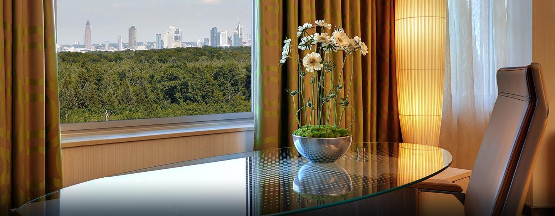 Frankfurts Skyline können Sie aus Ihrem Zimmer bewundern
