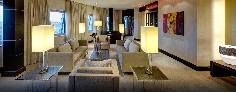 Ein großer Wohnbereich mit Essbereich und Küche steht für Sie in der Präsidenten Suite bereit