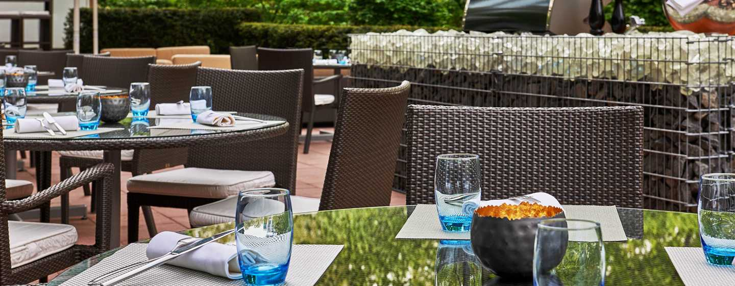Hilton hotel frankfurt city centre hotel frankfurt for Terrace on the park restaurant