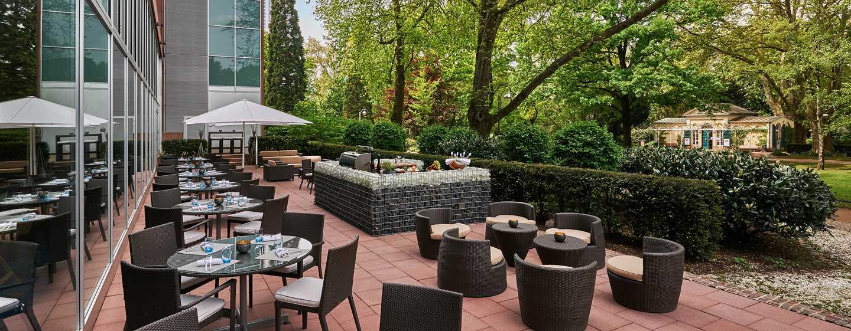 Im Sommer serviert das Pacifi Colors Restaurant die Gerichte auch auf der Terrasse