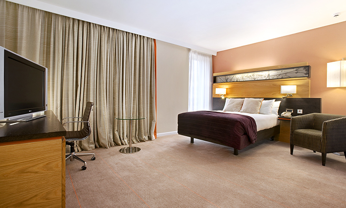 Hilton London Gatwick Airport, UK - Accessible Guestroom
