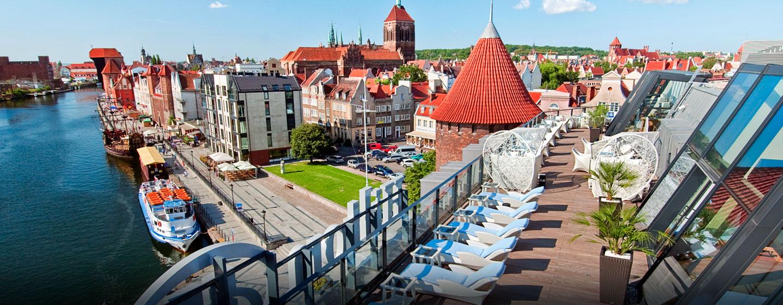 Hotel Hilton Gdańsk, Polska - Wyjątkowa plaża miejsca na letnim tarasie