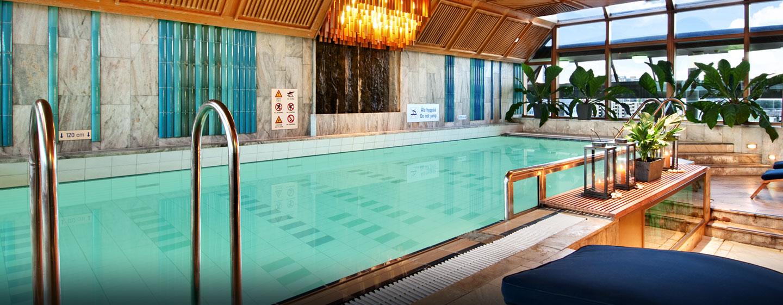 Hilton Helsinki Strand, Finnland – Swimmingpool und Fitness Center auf der obersten Etage