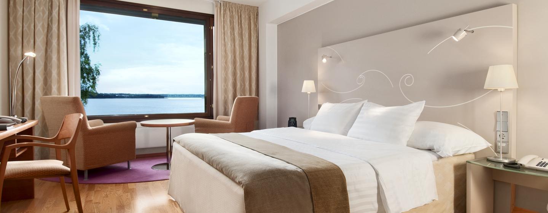 Hilton Helsinki Kalastajatorppa Hotel, Finnland – Deluxe Zimmer mit King-Size-Bett