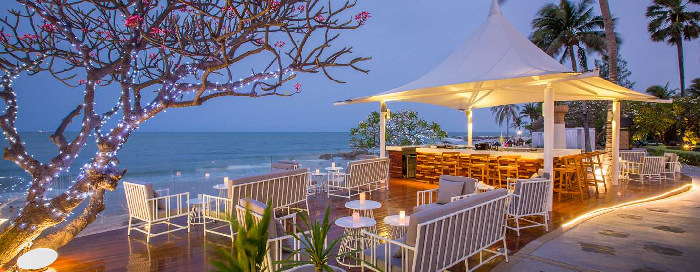 Hilton Hua Hin Resort & Spa, Thailand – Strandrestaurant Chay Had mit Lounge