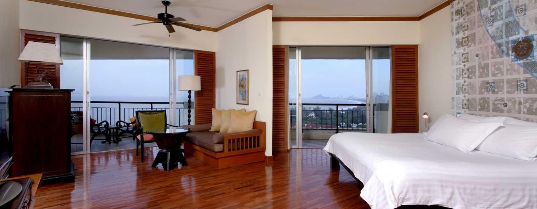 Hilton Hua Hin Resort& Spa, Thailand – Zimmer mit King-Size-Bett und Ausblick auf den Golf