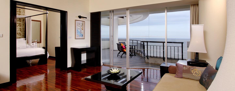 Hilton Hua Hin Resort& Spa, Thailand – Suite mit zwei Einzelbetten und Blick auf den Pazifik