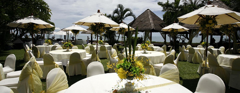 Hilton Hua Hin Resort & Spa, Thailand – Banketttische im Außenbereich