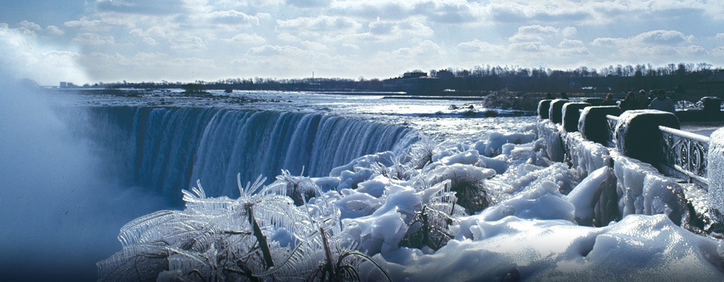 Hôtel Embassy Suites by Hilton Niagara Falls - Fallswiew, Canada - Chutes en hiver