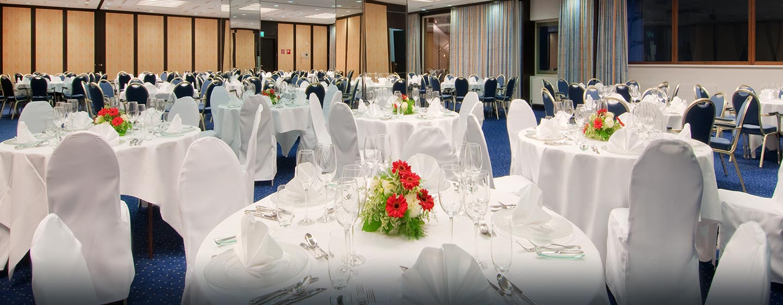 Gern dekoriert das Event-Team des Hotels den Ballsaal nach Ihren Wünschen