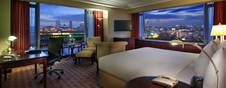 Die Wohnzimmer der Suiten überzeugt mit stillvollem Ambiente und einem wunderschönen Ausblick