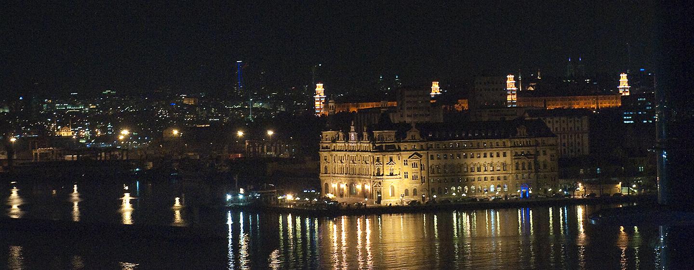 Bewundern Sie das Panorama, welches Ihnen das Hotel bei Nacht bietet