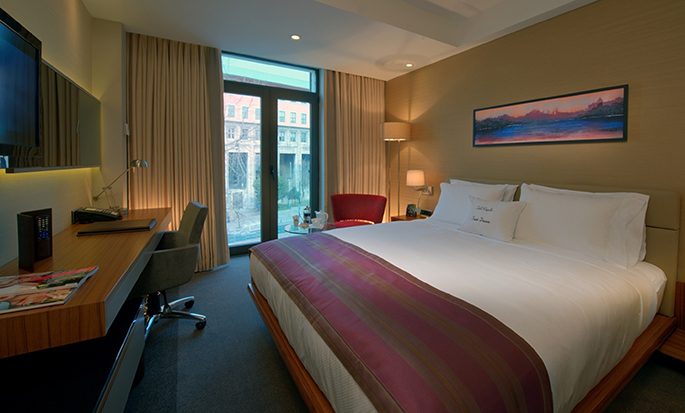 DoubleTree by Hilton Hotel Istanbul – Old Town, Türkei – Zimmer mit King-Size-Bett