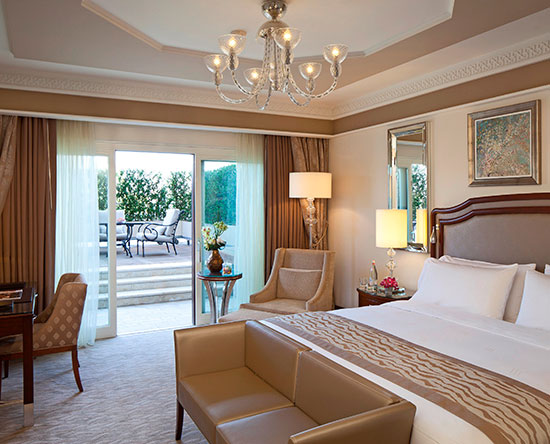 Hôtel Waldorf Astoria Jerusalem, Israël - Chambre avec très grand lit et terrasse