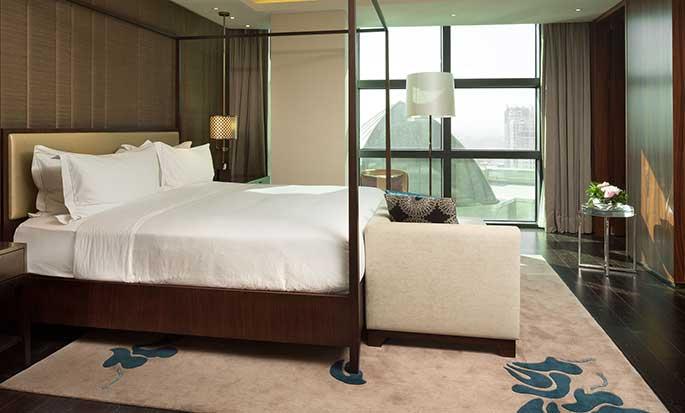 Hotel Hilton Kyiv, Ukraina – Sypialnia w Apartamencie prezydenckim