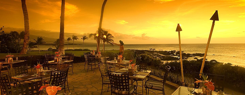Bewundern Sie von der Terrasse den wunderschönen Sonnenuntergang auf Hawaii