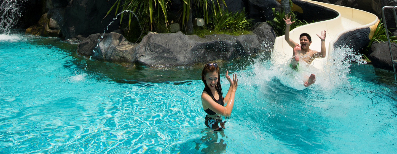 Im großen Pool können Ihre Kinder ausgelassen spielen