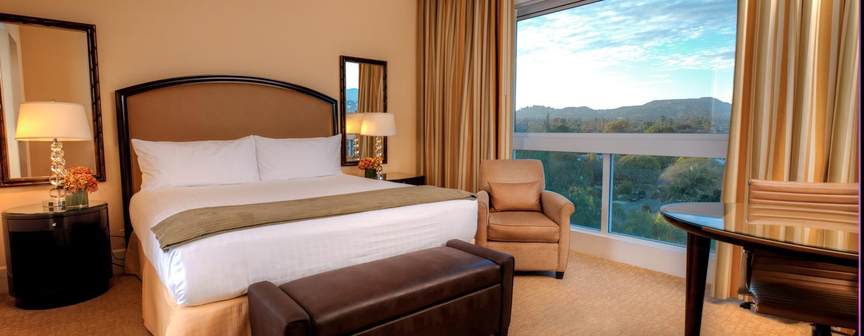 Die modernen und großen Zimmer sind mit bequemen Betten ausgestattet