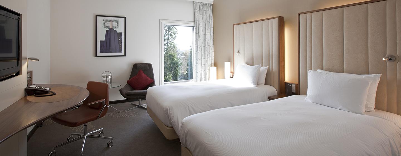 Entspannen Sie im Zweibettzimmer mit großen bequemen Betten