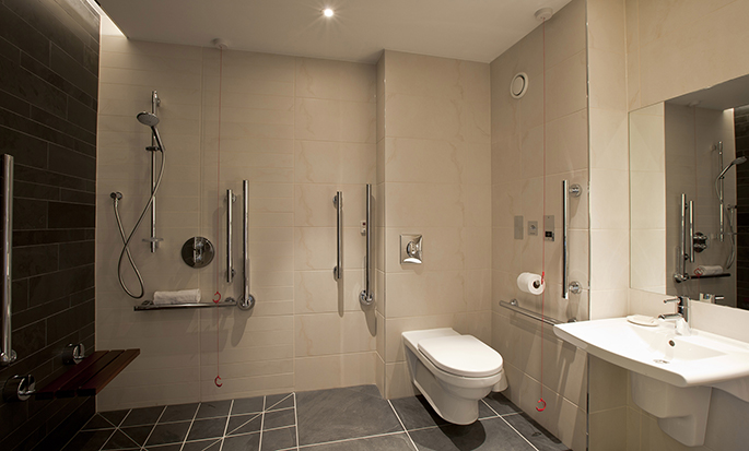 Hilton London Heathrow Airport Terminal 5 - Accessible Bathroom