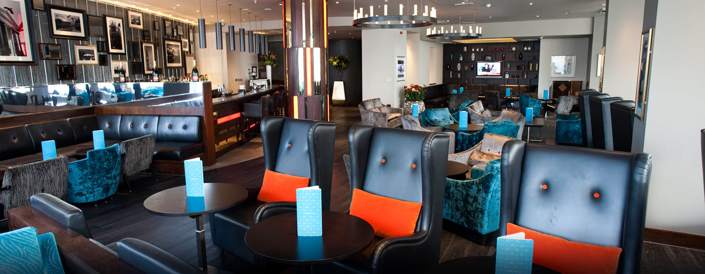 In der stilvollen Bar im Hotel können Sie leckere Drinks genießen